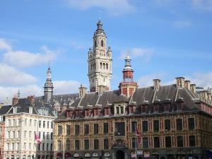 Grande_Place,_Bourse_du_travail_et_beffroi_Lille_2